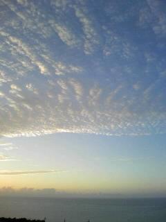 前線の北は真冬(本土)。南は真夏(沖縄)。