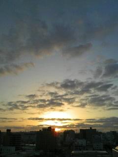 那覇から見る朝日