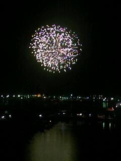 沖縄の夏の始まりを告げる打ち上げ花火