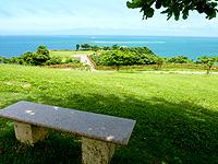 知念岬公園のベンチ