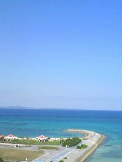 先週末海開きがあったビーチなう。さすがに今週末は先週より気温が7 、8度低いので誰も泳いでいないかも?