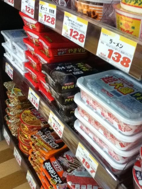 ドンキホーテ国際通り店地下1階:沖縄でなかなか手に入らないペヤング有りw