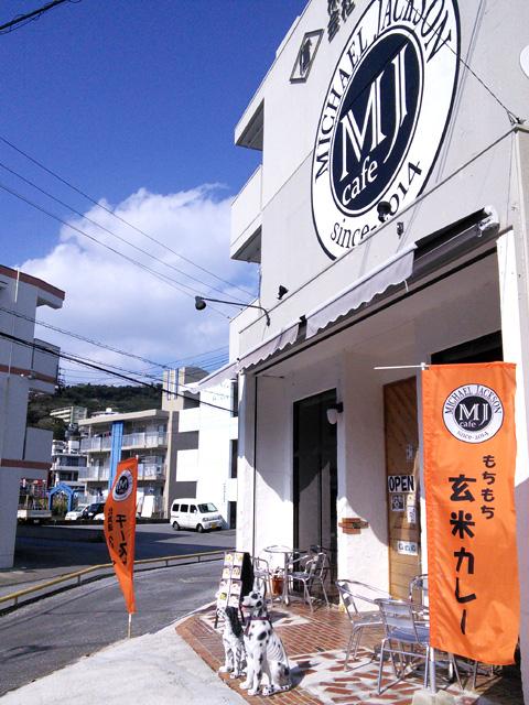 MJカフェ お店は上間交差点に近いがやや奥にある