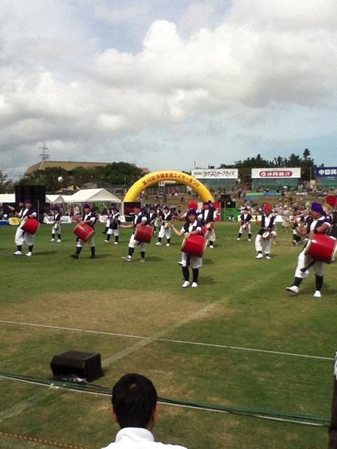 沖縄の夏の風物詩「エイサー」の演舞