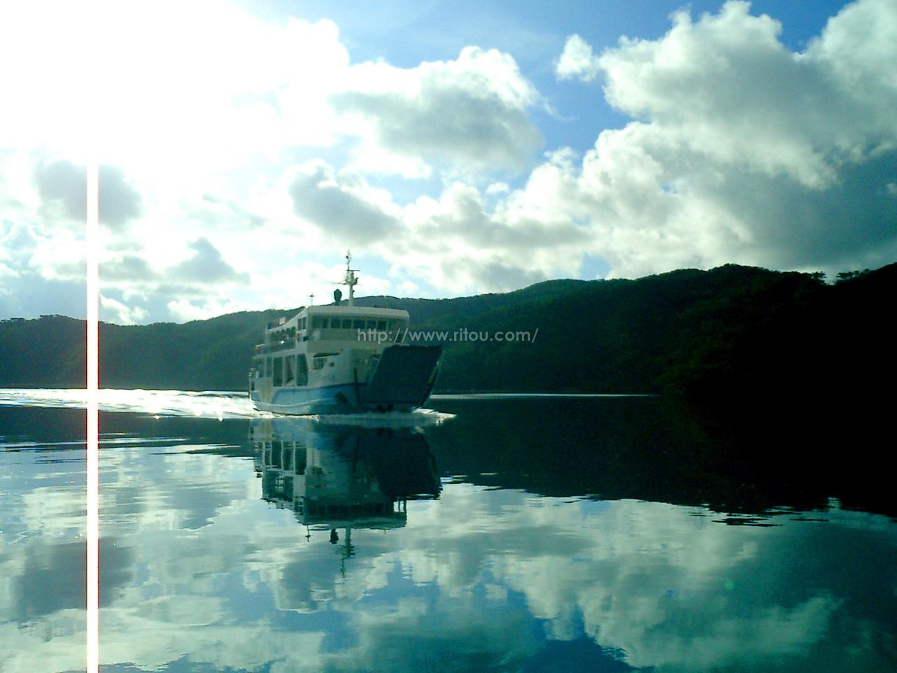 大島海峡を渡るフェリーかけろま