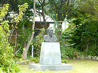 加計呂麻島「昇曙夢銅像」