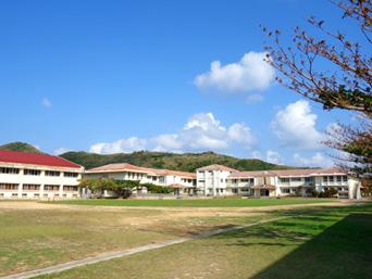 渡名喜島の渡名喜小中学校