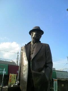 柴又駅前の寅さん