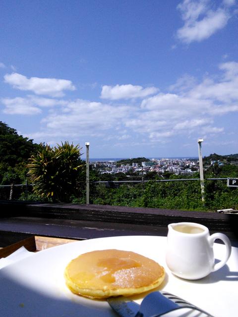 美味しいパンケーキと高台からの景色