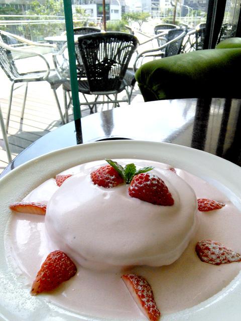 ミルキーストロベリーパンケーキ