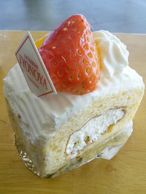 城乃屋ホワイトロールケーキ
