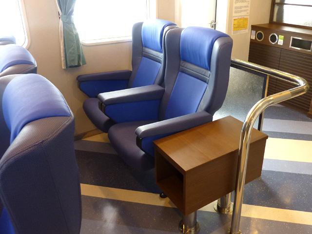 【与那国島】こんな船ならまた乗りたい!!!サードテーブル付き椅子席