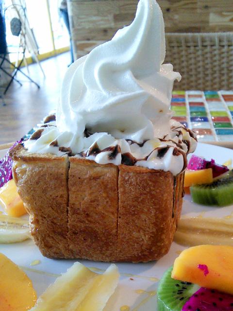 フルーツジュエリーファクトリーのハニートーストアイス