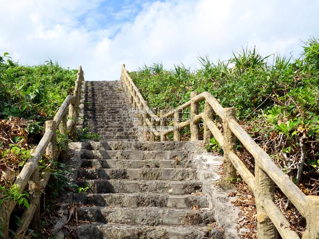 上り階段はきついが休憩がてらに振り返るべし