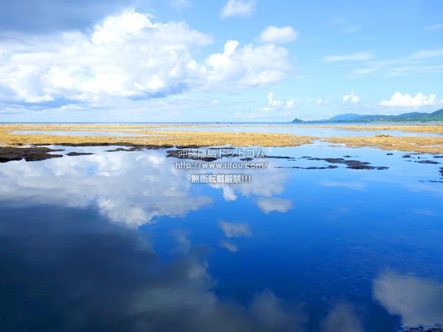 石垣島の青の洞窟は、実を言うと「ウユニ塩湖」のような鏡の水面を楽しめる場所だったんです。