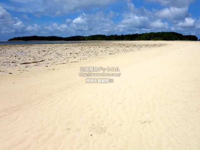 かすかに残る砂の道