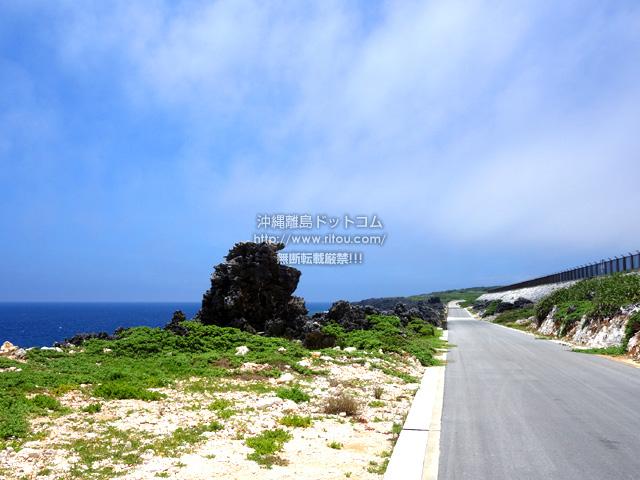 北大東空港脇の沖縄海までにある岩