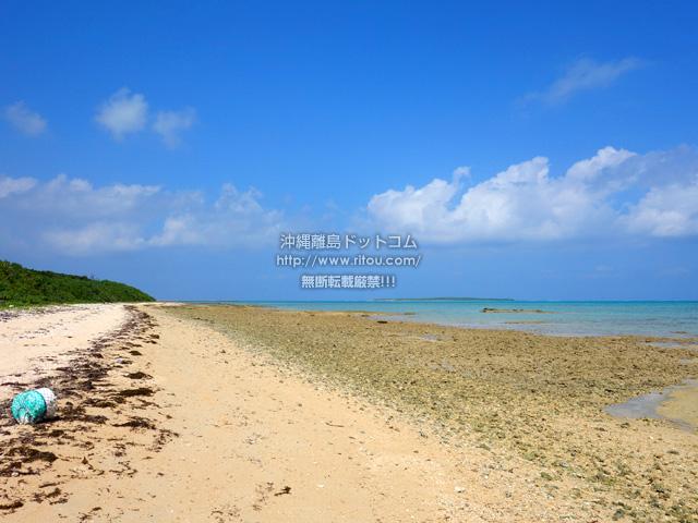 トゥマールビーチまでの浜辺