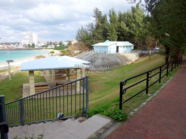 パイナガマビーチ脇の公園のみで十分では?