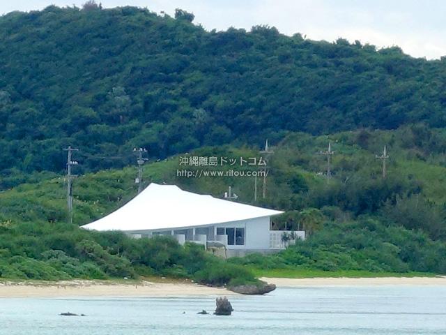 池間大橋からも見える謎の斜めの屋根