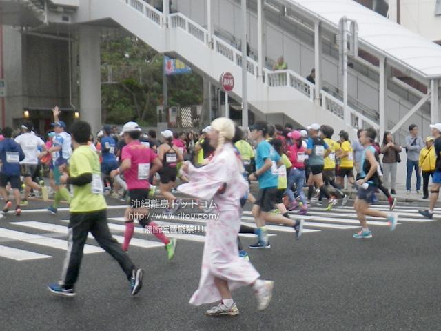 浴衣の女装ランナーは走りが軽快