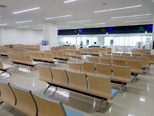 連結ターミナル1階のLCC用バス搭乗口は広い