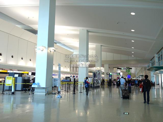 連結ターミナル3階の国内線側はスカイマークがそのまま