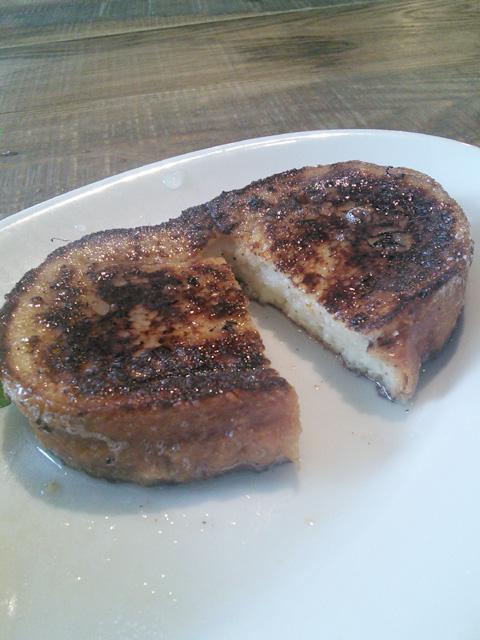 オハコルテベーカリーのフレンチトースト(レモン果汁後)