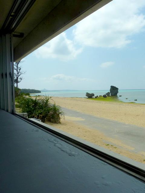 オンザビーチカフェの絶景カウンター席