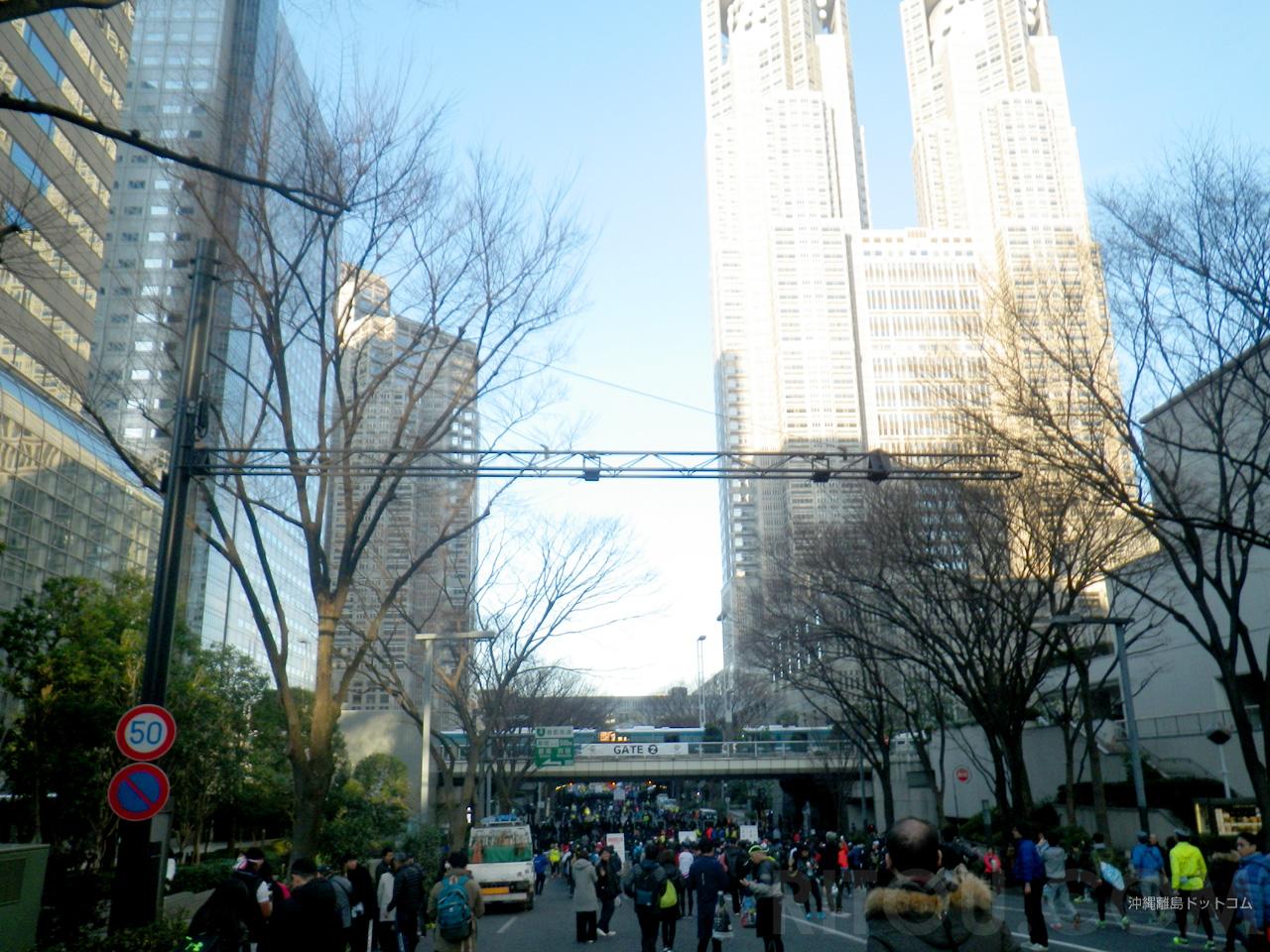 スタート地点の東京都庁前への道