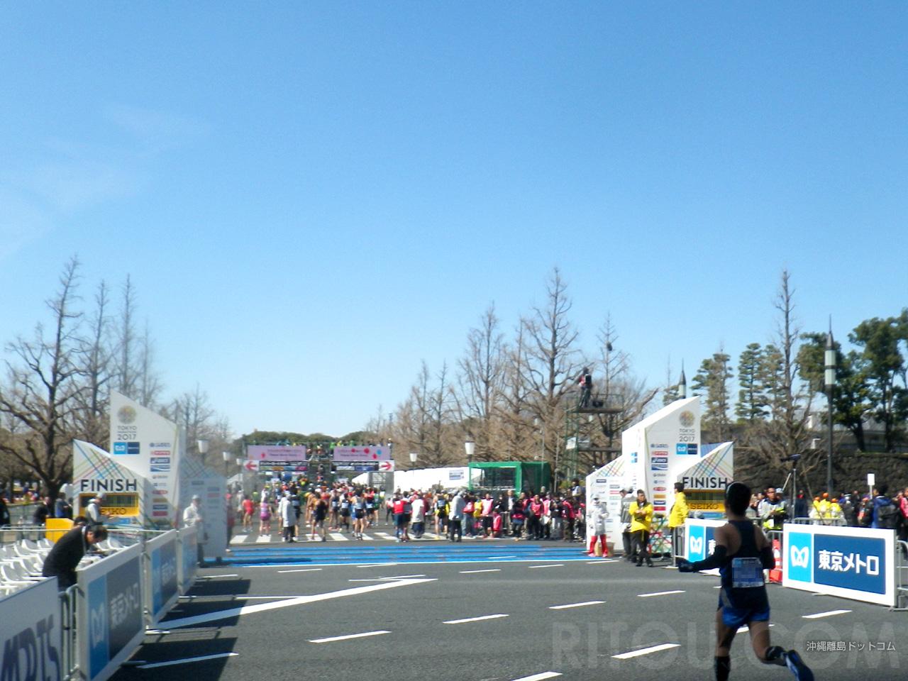 【42.19km】ゴール目前でもしっかり撮影w