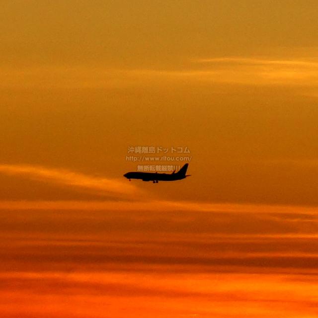 2019/08/21 の夕日と/航空機