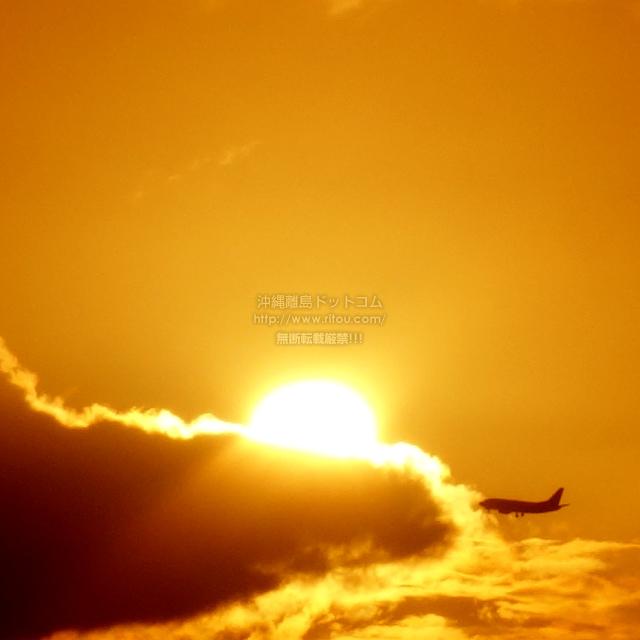 2019/08/22 の夕日と/航空機
