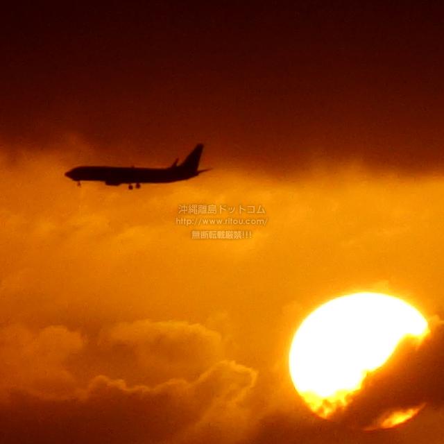 2019/08/23 の夕日と/航空機