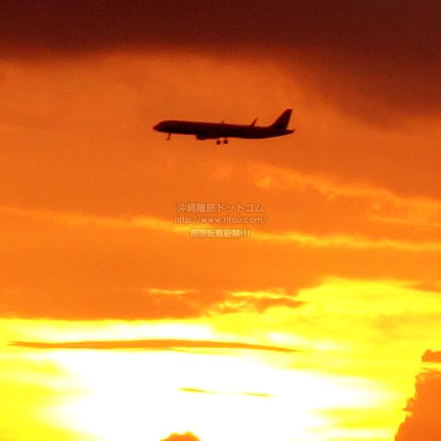 2019/08/25 の夕日と/航空機