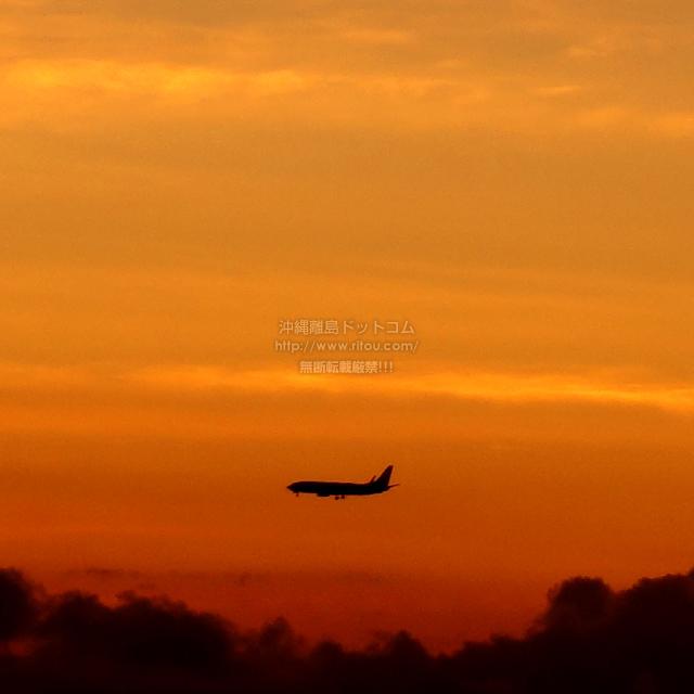 2019/08/26 の夕日と/航空機