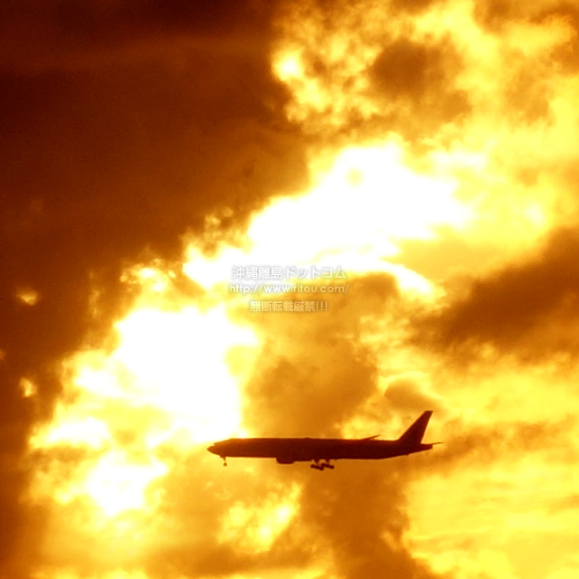 2019/09/01 の夕日と/航空機