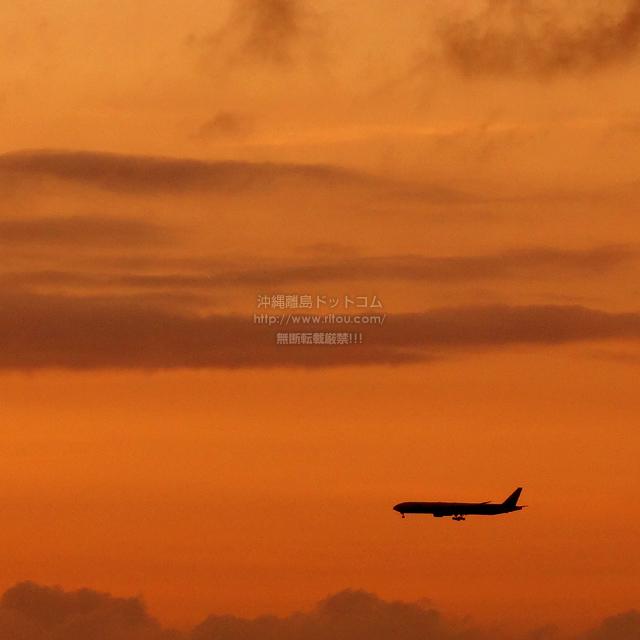 2019/10/02 の夕日と/航空機