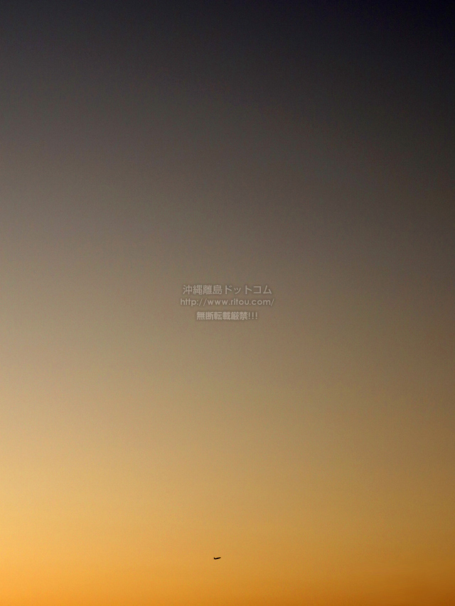 2019/10/03 の夕日と/航空機