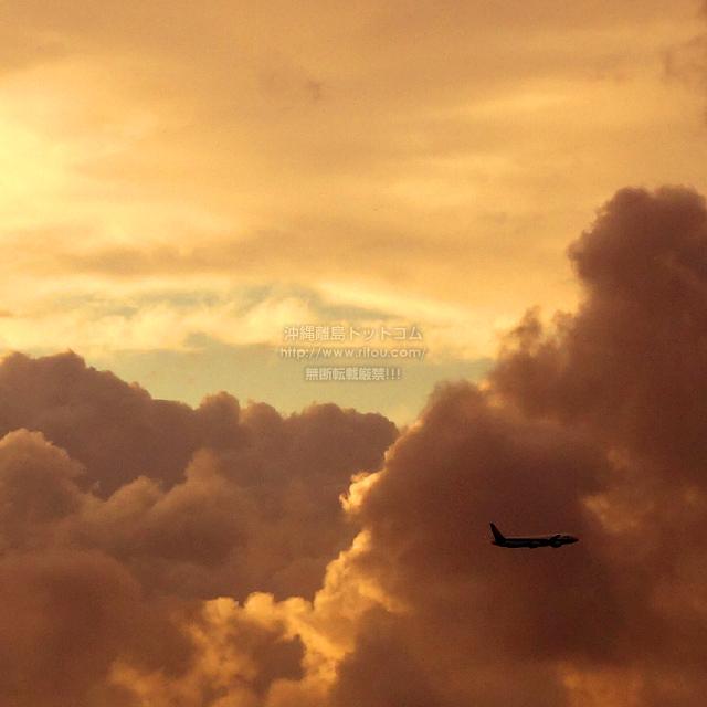 2019/10/20 の夕日と/航空機