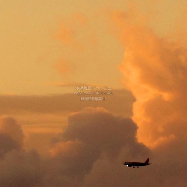 2019/10/22 の夕日と/航空機
