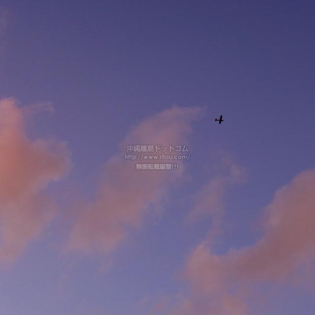 2019/10/25 の夕日と/航空機
