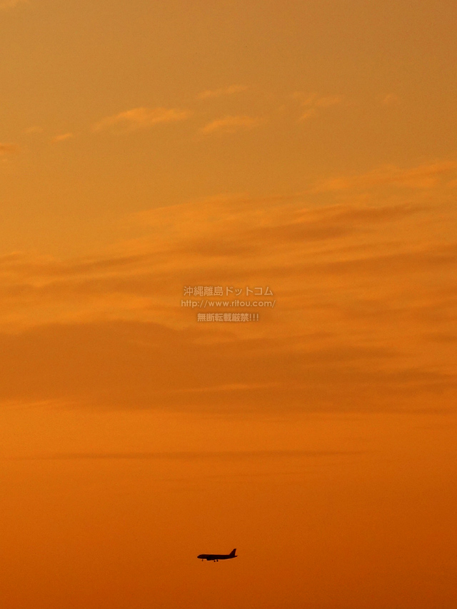 2019/10/28 の夕日と/航空機
