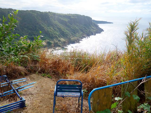 手作り感満載の小原海岸入口