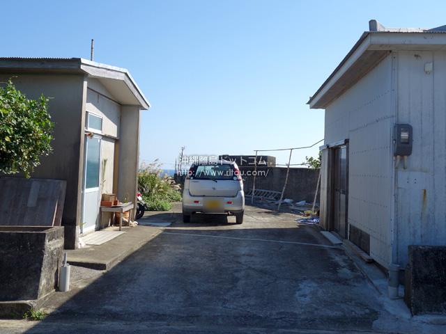 庭先からの景色はすごそう!沖縄本島が見える!!