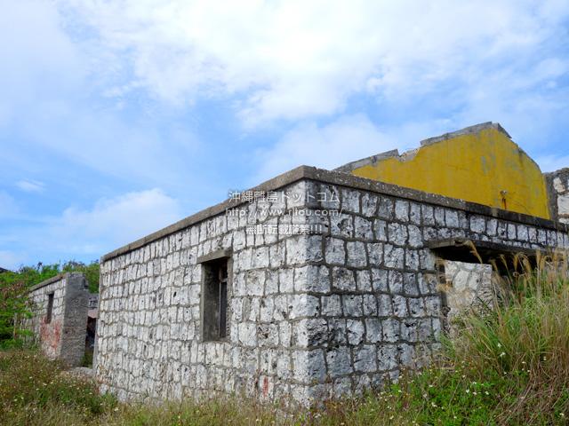 北大東島の西港近くの石積の建物群/廃墟