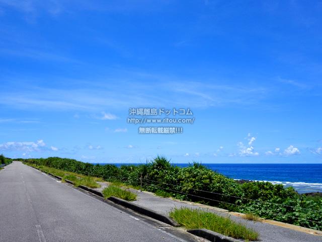 波照間島の日本最南端の道路と海岸線