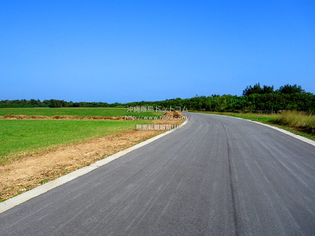 多良間島の旧多良間空港滑走路/可倒式風力発電「たらまる」/メガソーラー/多良間村ヤギ加工施設