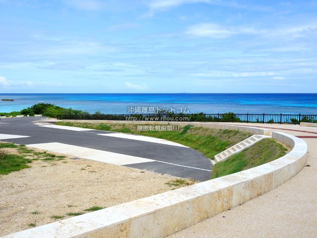波照間島のニシ浜へと続く道