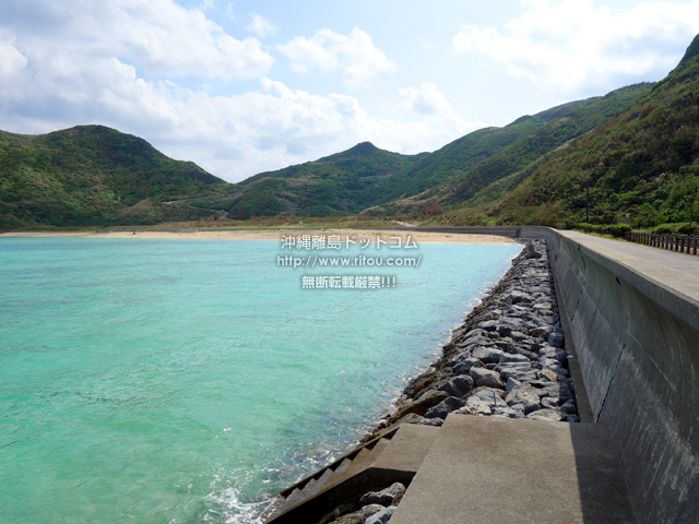 渡名喜島の東岸シーサイドロード